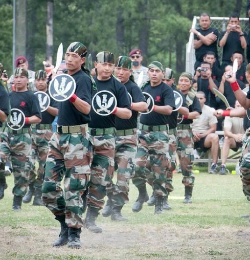 美军 精锐 演示 步兵 弯刀 廓尔喀 大兵 印度/印度精锐廓尔喀步兵为美军大兵演示弯刀舞