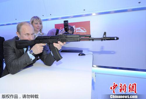 普京调侃索契冬奥会火炬外形像步枪
