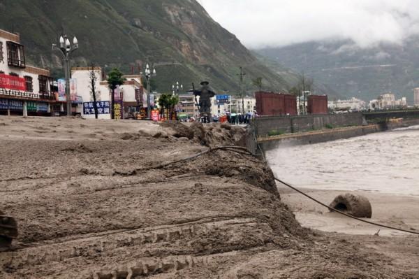 汶川遭暴雨袭击 多处现泥石流