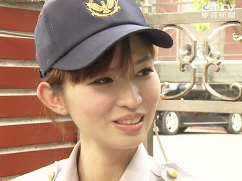 美女警察似林志玲爆红 身材高挑海量私照曝光