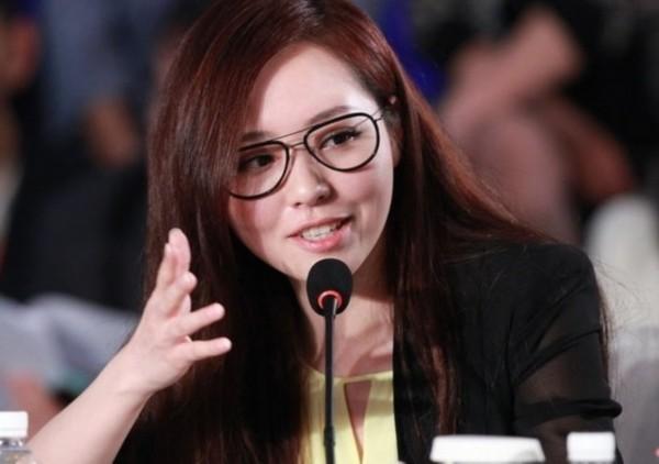 戴眼镜扮可爱的明星 舒淇性感李小璐呆萌(组图)