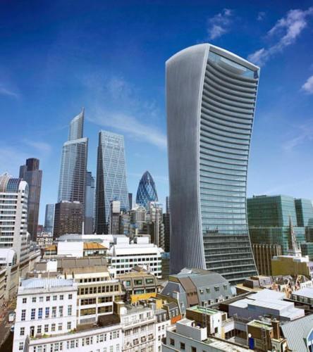 伦敦外墙布满玻璃摩天大楼
