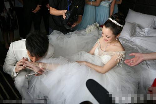 刘恺威晒与杨幂舌吻照 那些不秀恩爱不出街的明星