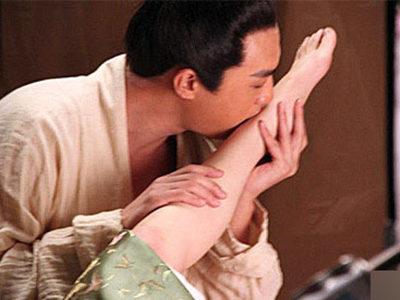黄晓明文章杨幂 明星重口味性虐人兽恋瞬间