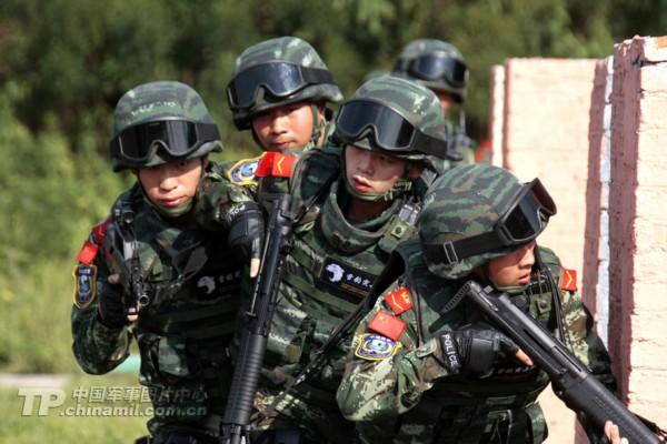 中国武警雪豹突击队使用全套先进装备练反恐图片