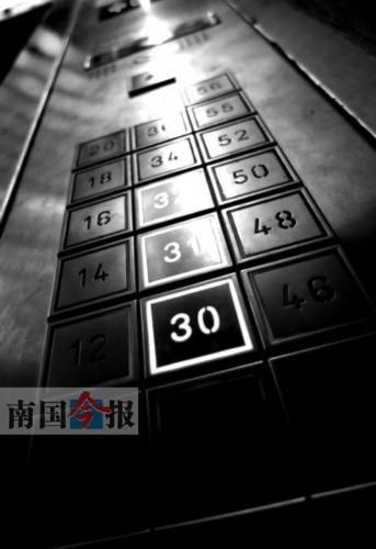 高层建筑,电梯里的楼层按钮密密麻麻