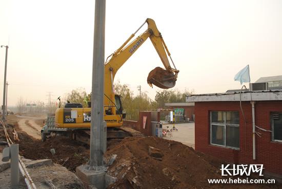 青兰高速邯郸段仨收费站改扩建 明年1月将完工