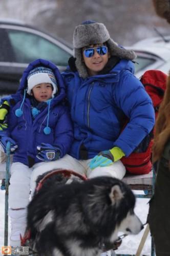 搜图 爸爸去哪儿 雪乡 萌宝奶爸玩得欢