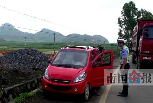 来宾本土产电动小轿车无 准生证 上路就被扣 图高清图片
