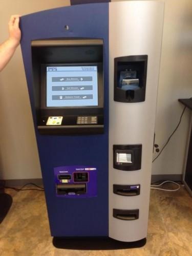 比特币atm机.这批比特币atm机将允许用户购买和出售数字货高清图片