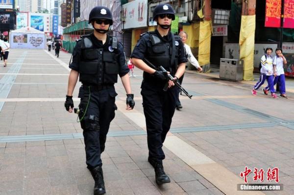 全国多地加强反恐力度 北京开展实战反恐演练