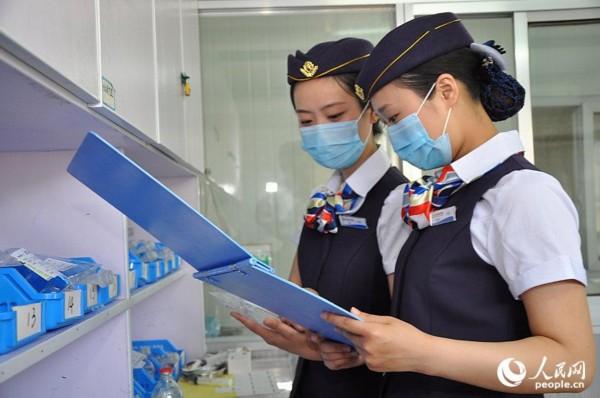 江苏一医院要求护士穿空姐制服上班 高清组图 高清图片