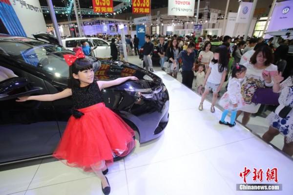 儿童模特走红太原国际车展