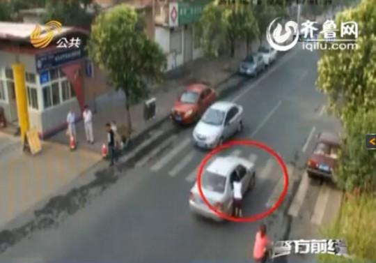 济南一女汉子阻拦小偷开车 遭对方拖行十多米