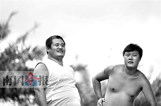 """金沙 刺青/多次下水救人,两位农民工不图一声""""谢谢"""";肌肉和刺青下,..."""