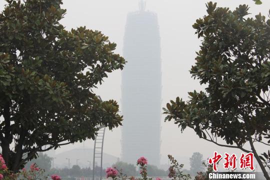 郑州雨后雾霾压城 重度污染再度来袭(图)