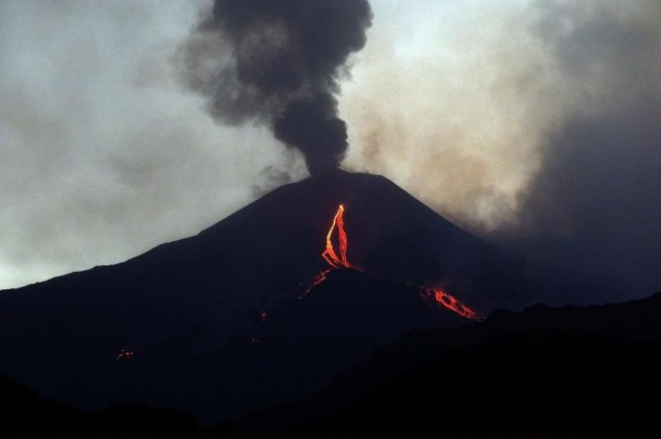 意大利一火山喷发