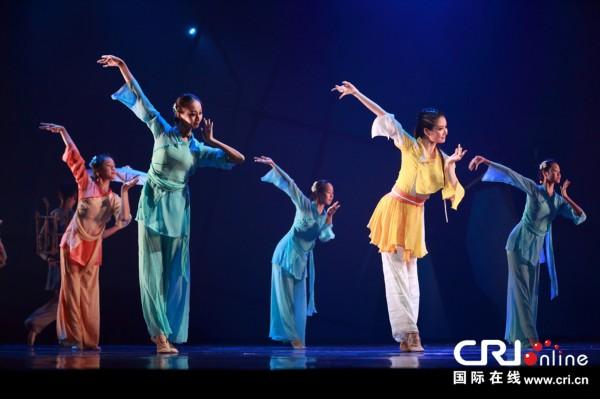 黄蓉人体艺术_舞剧通过音乐和舞蹈动作展示黄蓉古灵精怪的性格