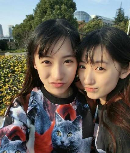 复旦双胞胎姐妹花网络走红 清纯可爱电晕网友