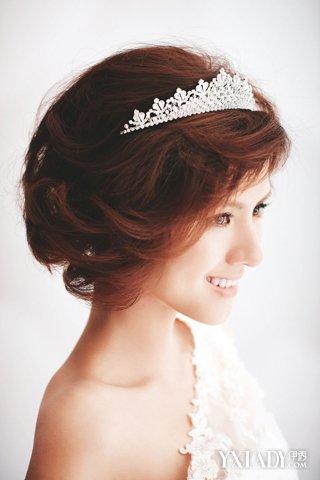 短发婚纱照发型步骤图片