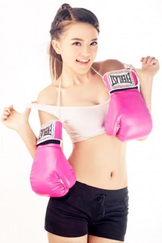 拳击美女主持周薇写真