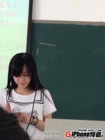 卧蚕美女英语老师走红 竖