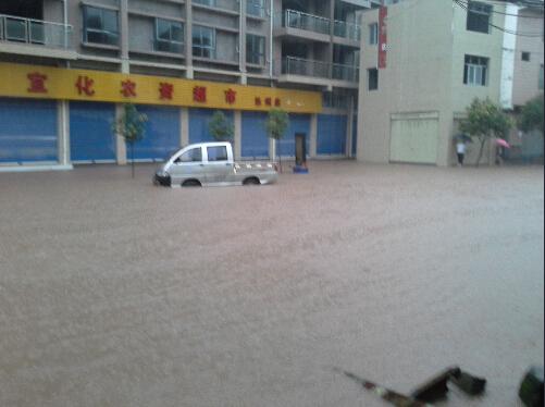 达川区赵家镇成一片汪洋.(图据网络)-达州连发4次暴雨预警信号