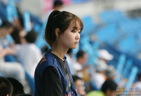 韩国美女安检抢眼