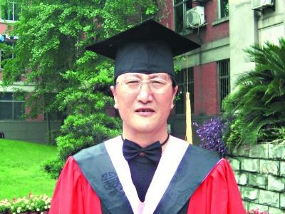 人民网:新中国首位藏族博士在美国舌战击败达赖之兄