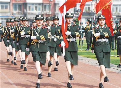 其中,北京化工大学国旗护卫队成立十年.