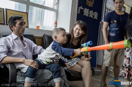 广州警方跨省解救2岁被拐儿童
