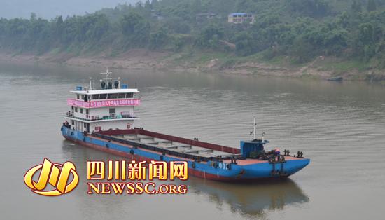 广安/千吨级货船驶入广安港