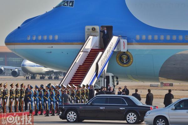 奥巴马抵达北京 乘凯迪拉克轿车离开机场 淘宝战群行 勿以高清图片