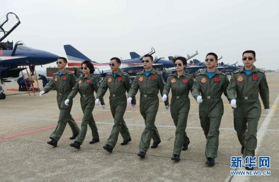 中国空军女飞行员领舞中国航展