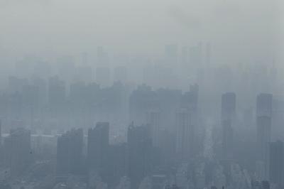 """郑州空气污染源重""""排队""""机动车尾气污染排老二"""