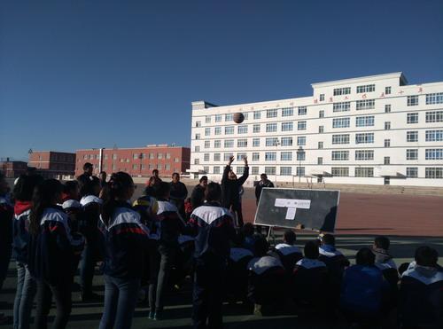 无锡援疆教师在新疆克州开设示范课_中国网教
