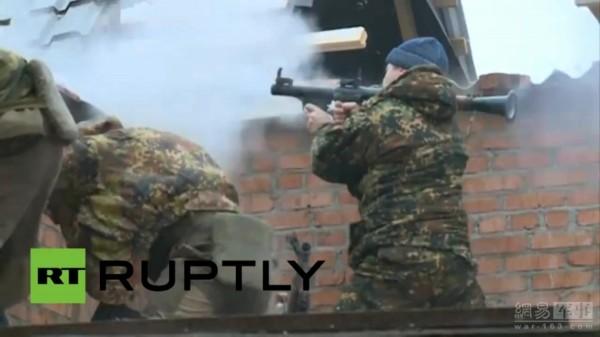车臣袭击媒体大厦实况 AK步枪RPG火箭筒上阵