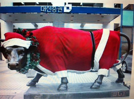 首尔证券街出现圣诞黄牛 寓意圣诞升市_新