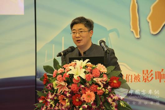 中国客车网总编吴永强主持影响中国客车业系列论坛活动