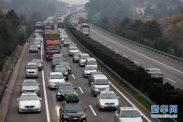 湖南:高速公路提前迎来北上返乡客运高峰