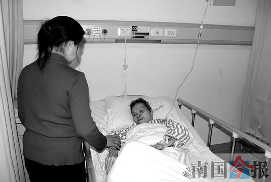 老汉离世留下智障孤儿寡母 社区成监护人关照多年