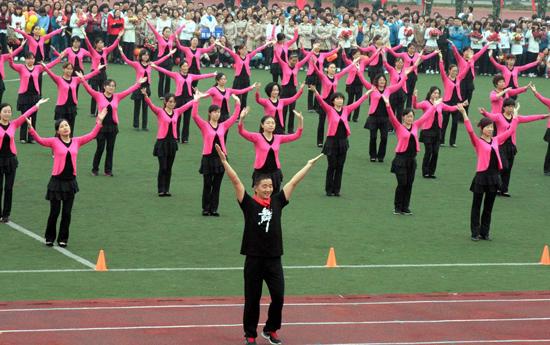 场舞_总局推12套广场舞引质疑 官方版能否缓和扰民?
