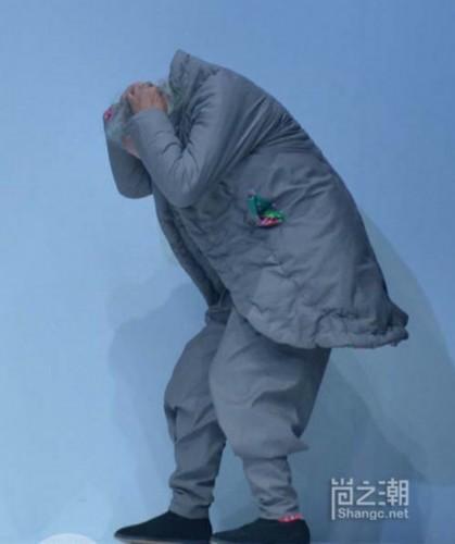人体艺术大师国际时装周走秀爆红 八旬王师傅走秀