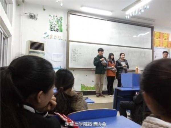 """河南一高校举办""""咔咔咔嗑瓜子大赛"""" 听说过吗"""
