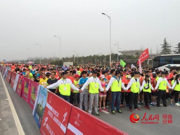 本届赛事的报名总人数最终确定为49000人,再次创造历史记录.目