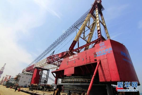 """浮吊船""""瑞航05""""从青岛港驶向孟加拉国,这是我国中标的最大国际桥梁图片"""
