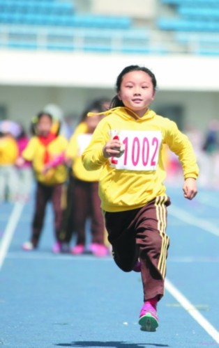 奔跑的孩子自信,可爱!