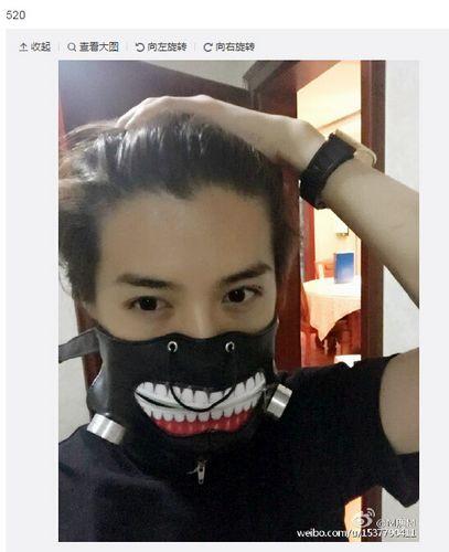 鹿晗戴漫画人物同款口罩 刘海被撩起造型帅气