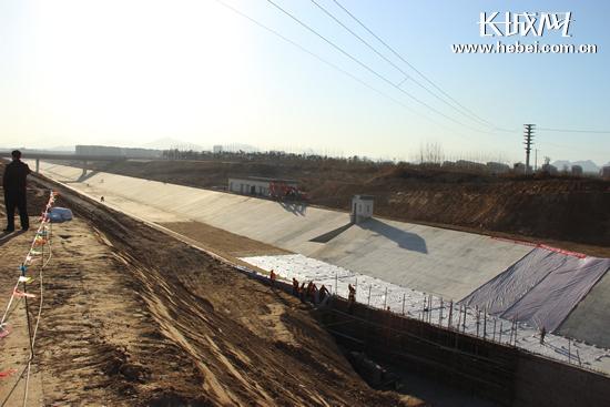 资料图:南水北调中线干线工程石家庄新华区岳村暗渠完工.(图片与