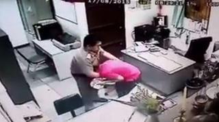 泰一高官办公室对女下属袭胸拍臀 狡辩:我把她当亲人